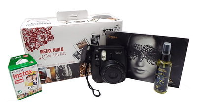 Fuji Love Pack: instax mini 8 Noir + papier photo instax mini + huile de massage + masque