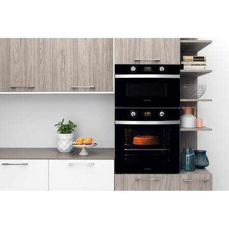 Indesit Four encastrable IFW 4844 H BL